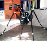 """Dirigida à família toda, a exposição """"Dengue"""" reúne informações sobre a doença em universo multimídia, interativo, divertido e ilustrado, incluindo oficina, observação com uso de microscópio, oficina com os mediadores do Museu da Vida, informações sobre a virose em tempo real e até um aspirador de mosquito, usado pela Vigilância Epidemiológica da Fiocruz"""