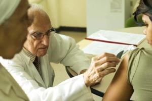 O médico venezuelano Jacinco Convit Garcia, que descobriu as vacina contra a lepra e a leishmaniose, morreu hoje em Carcas aos 100 anos de idade, anunciou hoje a fundação com o seu nome.